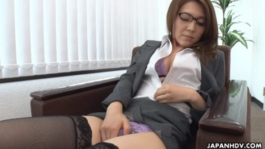 Office lady Mao Saitou watched while pleasuring her pussy