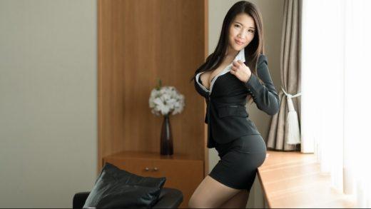 Erito – Business Babe Gets Soaking Wet JAPANESE