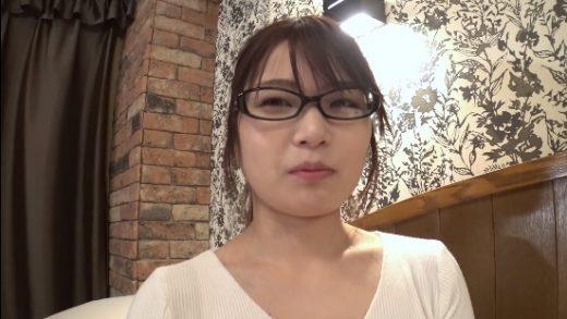 Japan Amateur porn actress wearing cute glasses