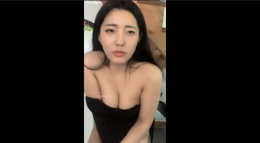 Korean young girl show off big tits