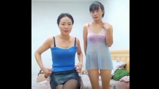 The energetic old man had sex with two China beautiful mature women