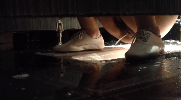 Hidden camera Indian girl pissing in restaurant toilet