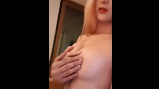 Korean girl Shows Off Her Pussy