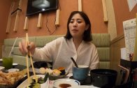 Japan girl Eat sushi and have sex in the open air bath