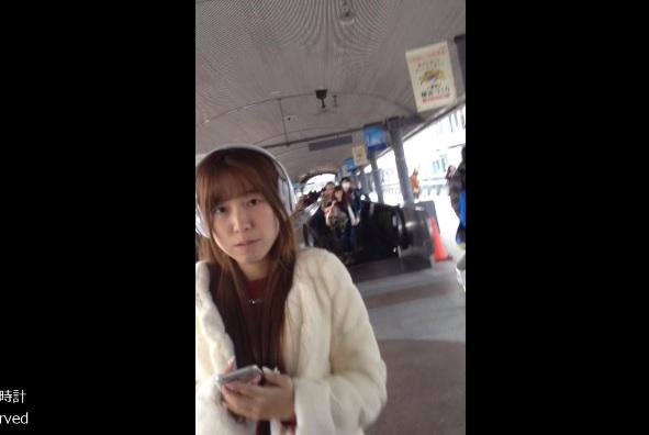 secretly filming Korean girls' skirt at the train