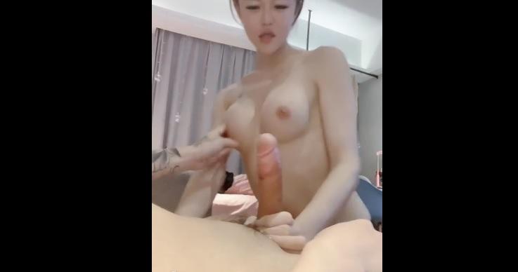 Secretly filming high school girl peeing in Tokyo, Japan