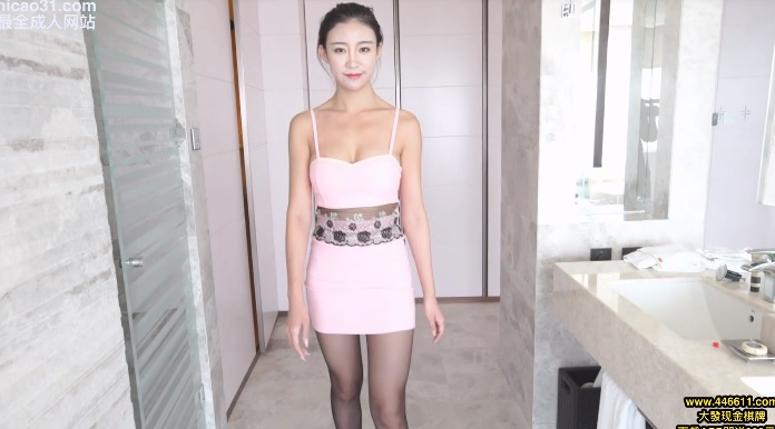 Taiwanese girl is slender and charming