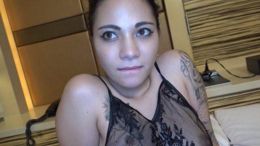 Insert the penis deep into the super beautiful Japan girl's vagina