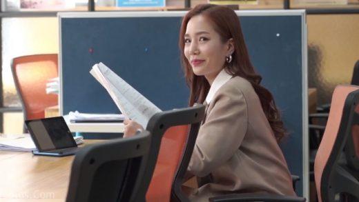 Korean Girl who Listen Heart