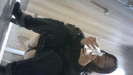 secretly filming Hongkong woman peeing