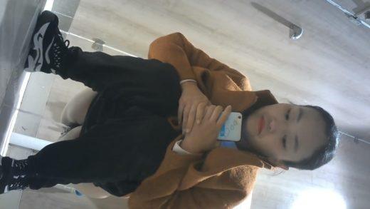 young Taiwan girl urinating