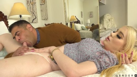 Three orgasming holes with Shemale