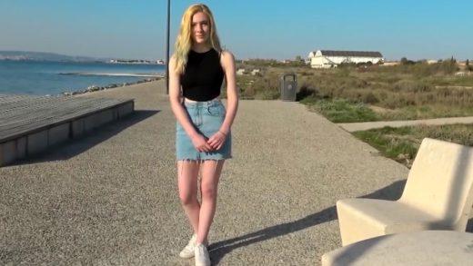 US Girl suffers brutal deepthroating