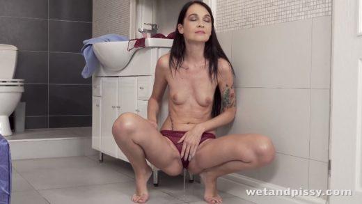 4K - Mistica - Free Czech Pissing Porn Video